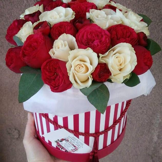 Коробка с пионовидными розами Пиано фриленд