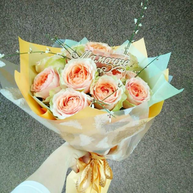 Пионовидные розы в корейской упаковке с топпером
